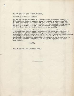 Motion, dactylographiée en français. Une lettre précède chacune des deux parties de la motion. Les noms du présentateur et du secondeur figurent en haut du texte, le lieu et la date, au bas du document.