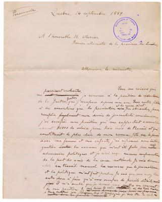 Photographie en couleur d'une lettre manuscrite en français sur papier ligné comportant des corrections effectuées à l'encre noire. Elle porte le sceau du Centre de recherche en civilisation canadienne-française en bleu.