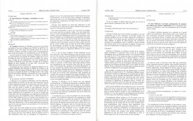 Textes imprimés, en français. Le numéro de page, le titre et la date sont inscrits en haut de la page. Le texte est disposé sur deux colonnes. La langue originale de l'intervention est indiquée entre crochets. L'heure des interventions est indiquée par intervalles de cinq minutes avant le texte. Le nom de l'intervenant apparaît en gras avec son titre entre parenthèses, lors de sa première intervention.