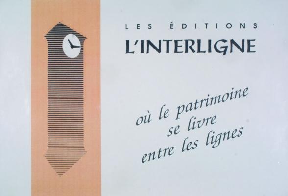 Affiche en couleur, en français. À gauche, l'image stylisée d'une horloge comtoise, dessinée en noir sur fond brun et, à droite, le nom et le slogan de la maison d'édition, imprimés en noir sur fond gris.