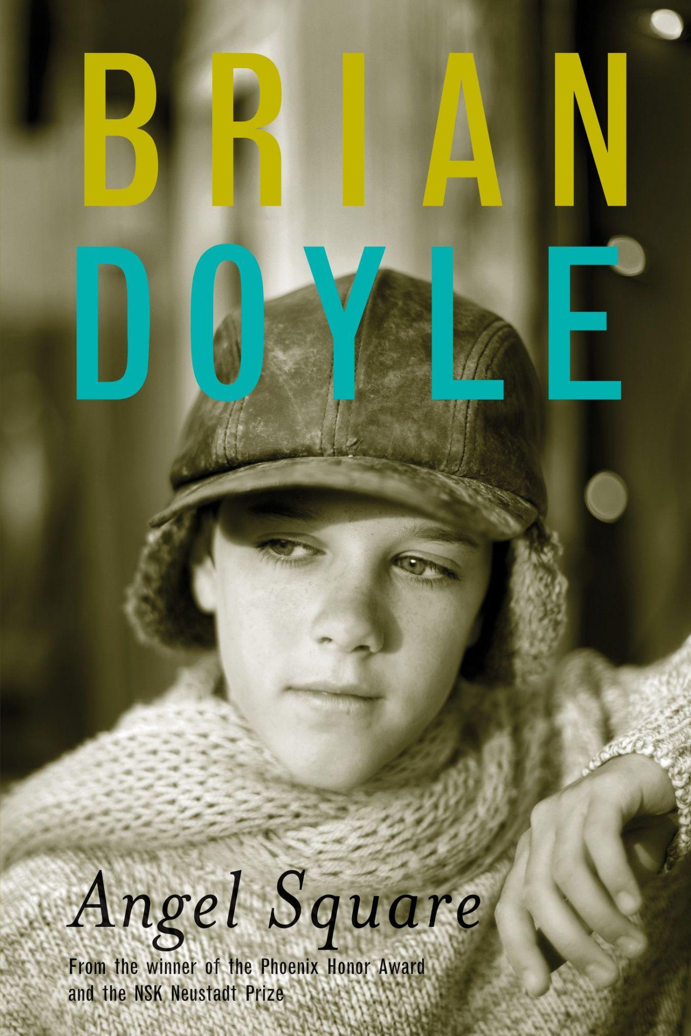 Photographie couleur d'un jeune garçon, portant casquette et chandail de laine et affichant un regard pensif. Texte dactylographié en anglais. Le nom de l'auteur en jaune et en bleu.